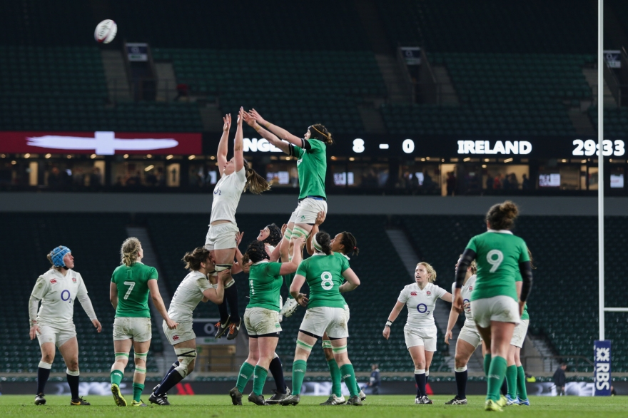 London, UK. 27th February 2016. A lineout during the Women's Six Nations match between England and Ireland at Twickenham. England won the match 13 - 9. Credit: Elsie Kibue / Alamy Live News